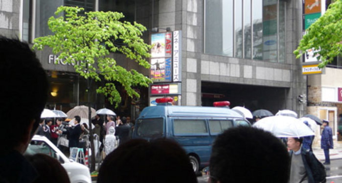 Image of crowd gathered for the Tokyo premiere