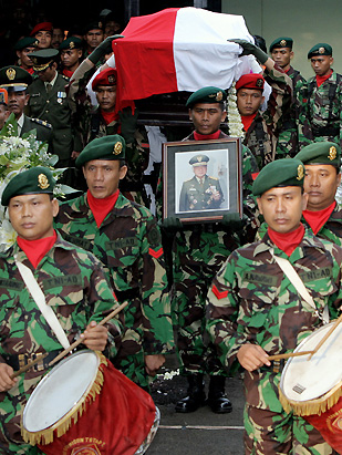 The asia pacific journal japan focus suharto received a state funeral with full military honors fandeluxe Images